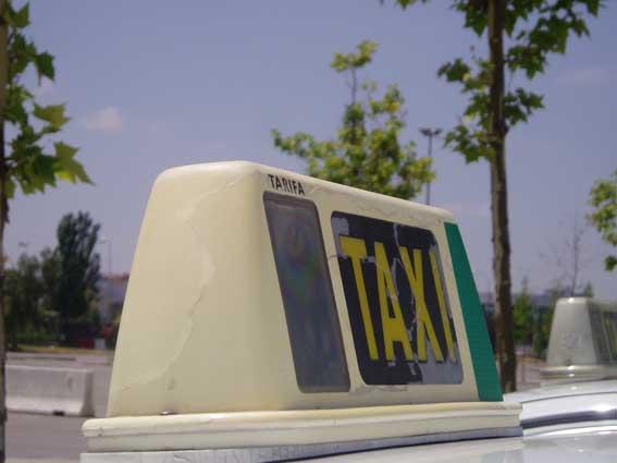Denunciado con 4.000 euros un taxista por trasladar pacientes