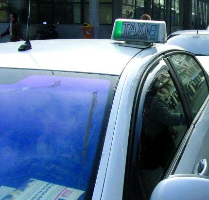 Vitoria acuerda con el taxi ubicar puntos de recogida de viajeros