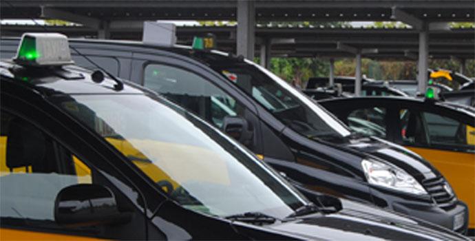 Taxistas de Barcelona denuncian la falta de previsión de AENA