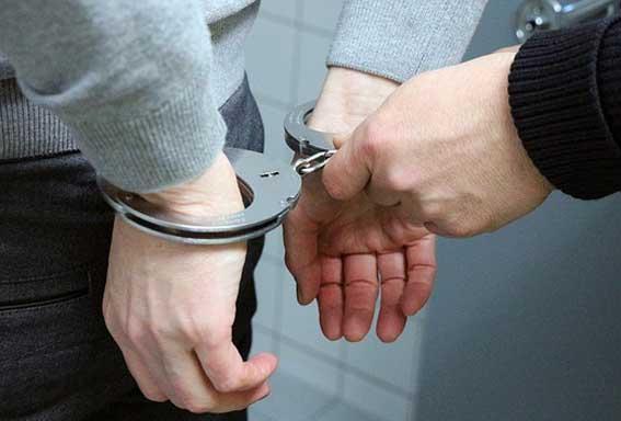 Detenido por atracar y morder a una taxista