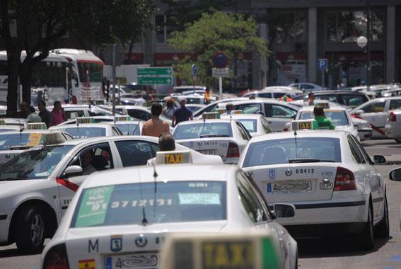 Rechazada la cautelar, la Ordenanza del taxi sigue en vigor
